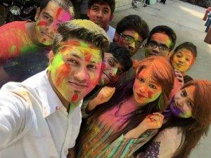 স্ট্যামফোর্ড বিশ্ববিদ্যালয় শিক্ষার্থীদের 'দোলযাত্রা' উদযাপন
